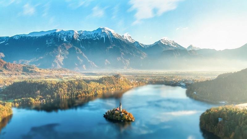 Der Bleder See liegt im nordwestlichen Teil Slowenien